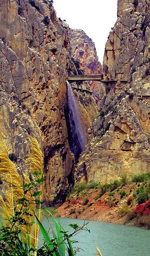The gorge of the 4 km long canyon by El Chorro